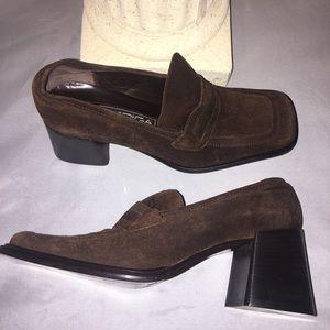 Suede heeled loafer